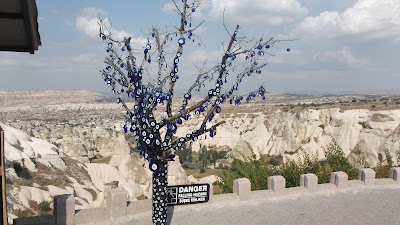 peri bacaları nazar boncuklu ağaç nazar boncuklu dilek ağacı nevşehir