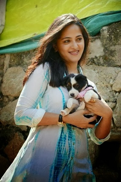 Anushka Shetty Images With Dog