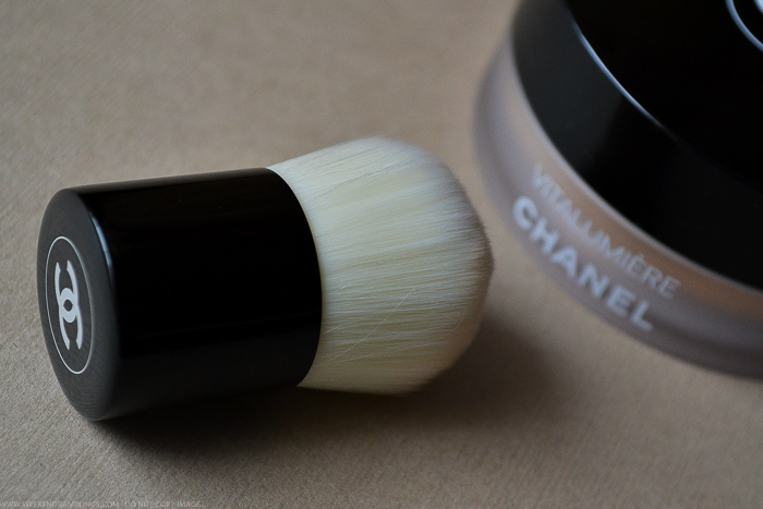 Chanel Vitalumiere Loose Powder Foundation Mini Kabuki Brush