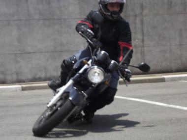 Encostando a pedaleira da Fazer 250