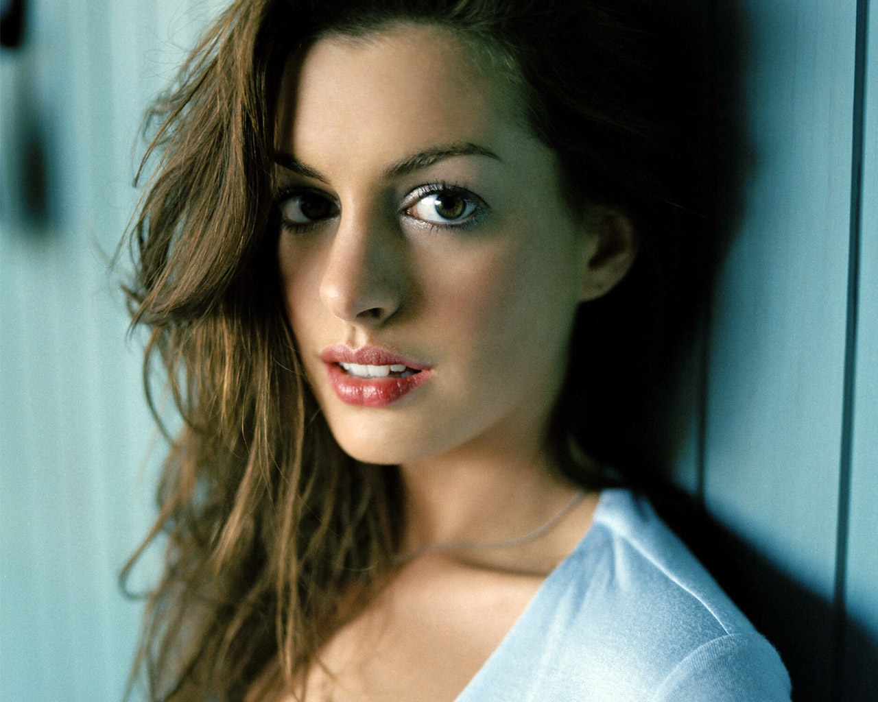 http://3.bp.blogspot.com/-6WU6XZ3w6IM/Tzdg_2v6aqI/AAAAAAAADrU/WkN1SD72TCk/s1600/Anne-hathaway-2012-Most-Beautiful-girl.jpg