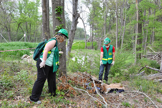 Students discover a body in the woods.