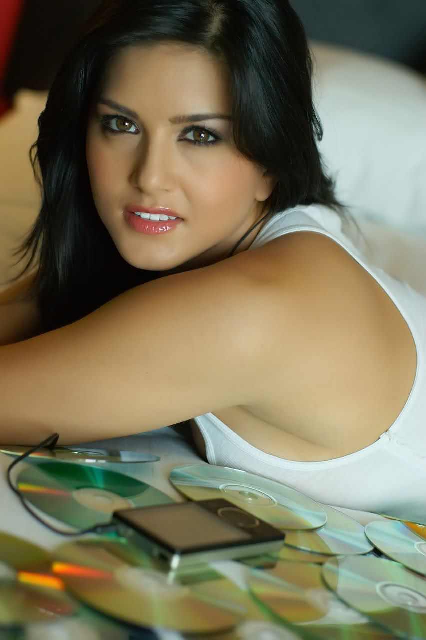 Mobile Wallpapers, Sunny Leone Mobile Wallpapers Free Download, Sunny ...