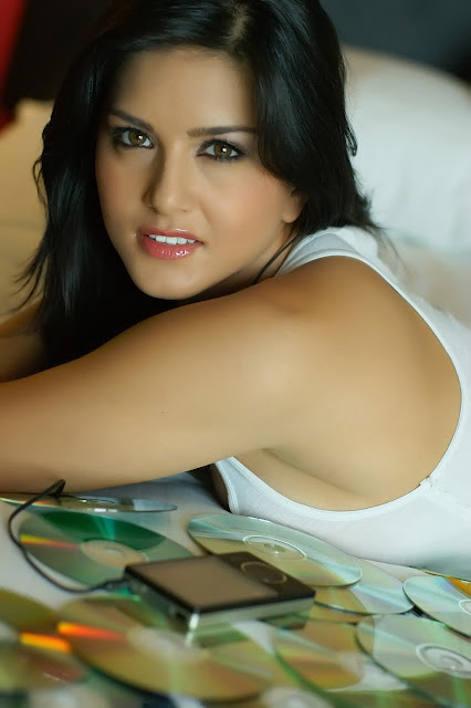 Sunny Leone Mobile Wallpapers, Sunny Leone Mobile Wallpapers Free ...