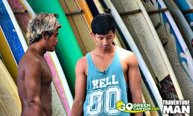 Kang Ayui peselancar lokal pantai batu karas