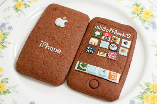 Who wants this cake? Apple iPhone