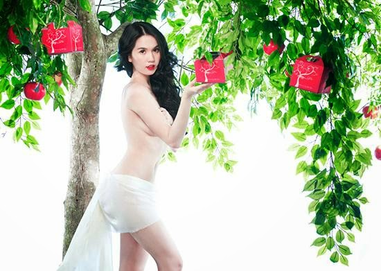 Girl Bikini Ngoc Trinh damage the eye with nude men eating the forbidden fruit