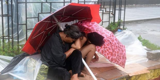 Thousands flee as powerful Typhoon Koppu tears through the Philippines