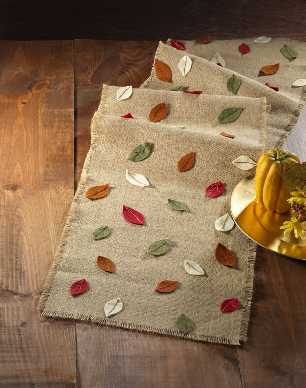 Burlap Fall Felt Leaf Table Runner @craftsavvy #craftwarehouse #fall #felt #burlap #tablerunner