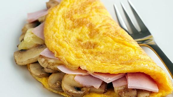 Omelette De Queso Jamon Y Champiñones