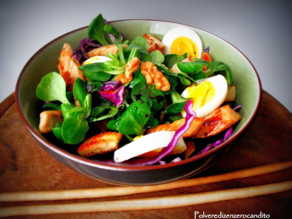 insalata di cavolo viola con noci valeriana e petto di pollo grigliato
