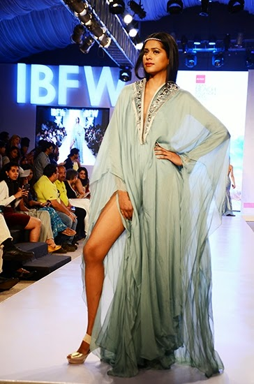Top 2015 Tips and Trends for Indian Beach Weddings | Komal Sood Collection at India Beach Fashion Week