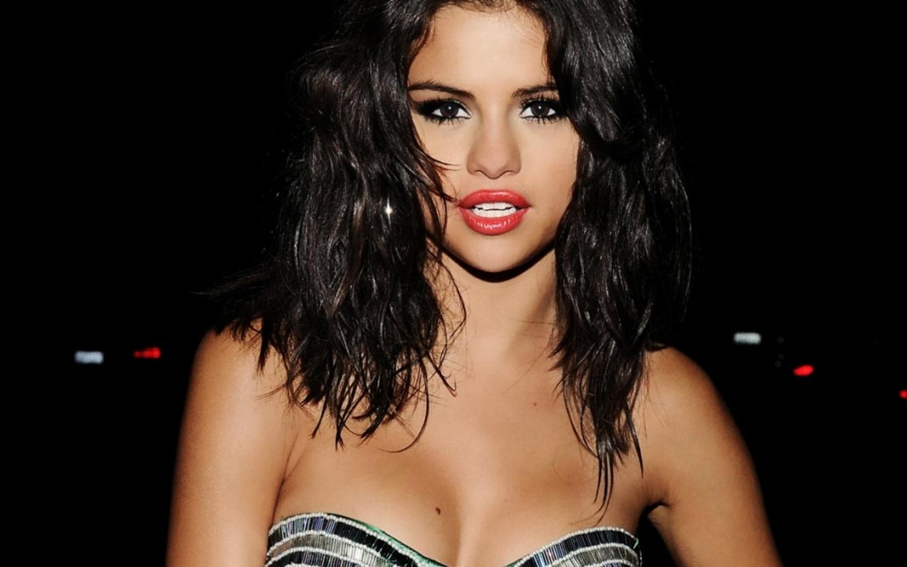 http://3.bp.blogspot.com/-6Y-KtdOWqtc/UNHDf1ZdNnI/AAAAAAAAAKg/ACgqf9okKcs/s1600/Selena_Gomez_2.jpg