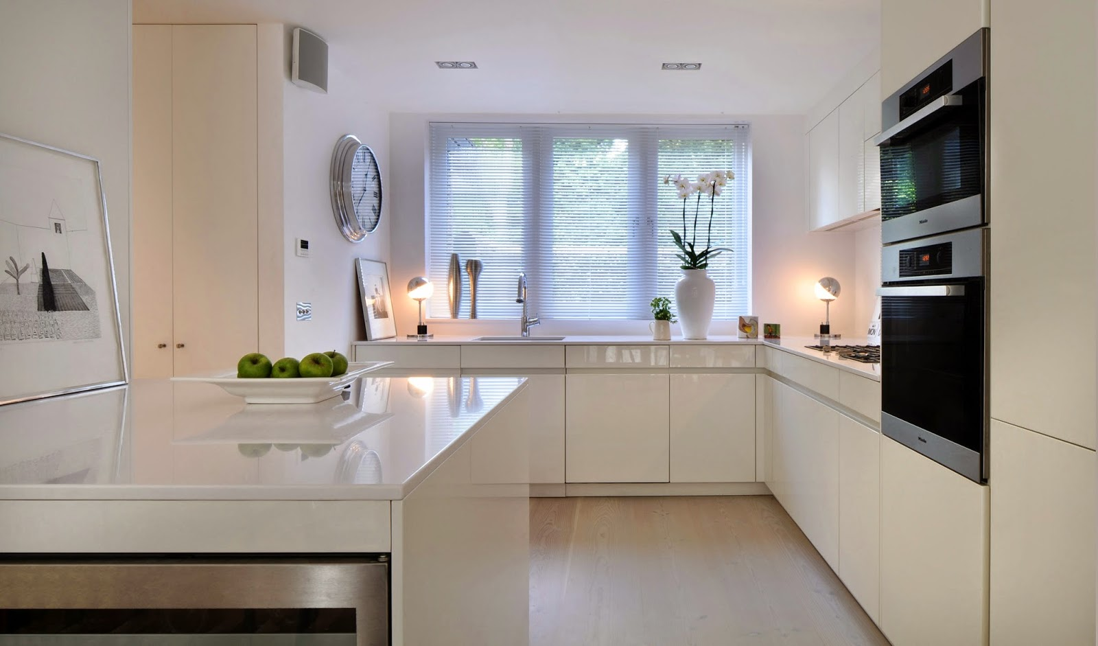 TOTAL WHITE KITCHEN