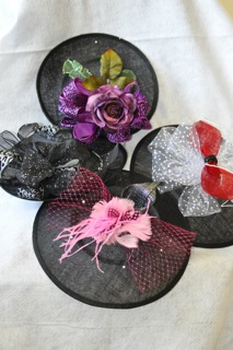 Fascinator from The Hat House NY Tel: 347-640-4048