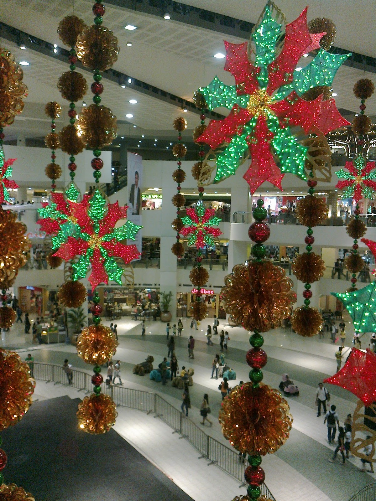 Scant christmas decorations in shopping malls before the for The christmas decorations