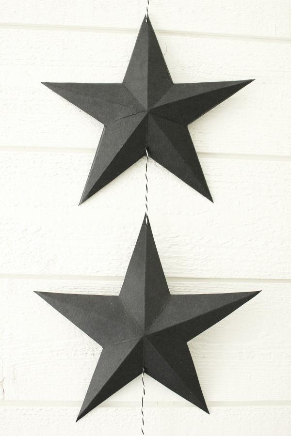 svart kartong, vika stjärna, origami stjärna, inredningstips, diy stjärna, inredning, inredning sovrummet, på väggen i sovrummet, svart och vitt i inredningen