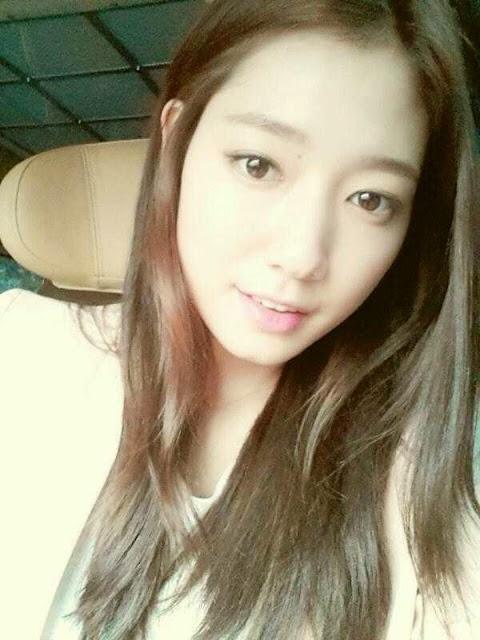 Foto selfie Park Shin Hye