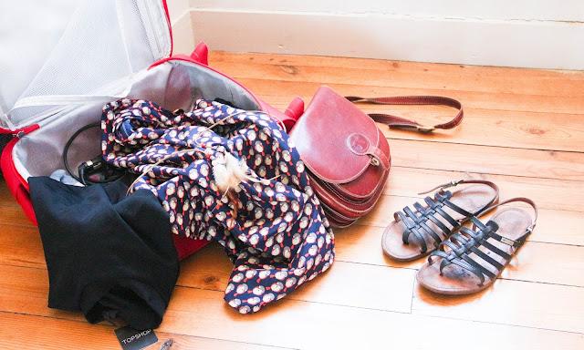 Sandale tropézienne, robe top shop et besace Le Tanneur
