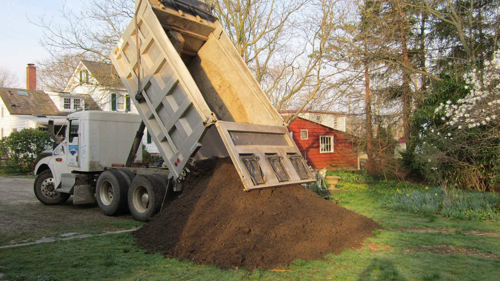How much topsoil is in ten yards