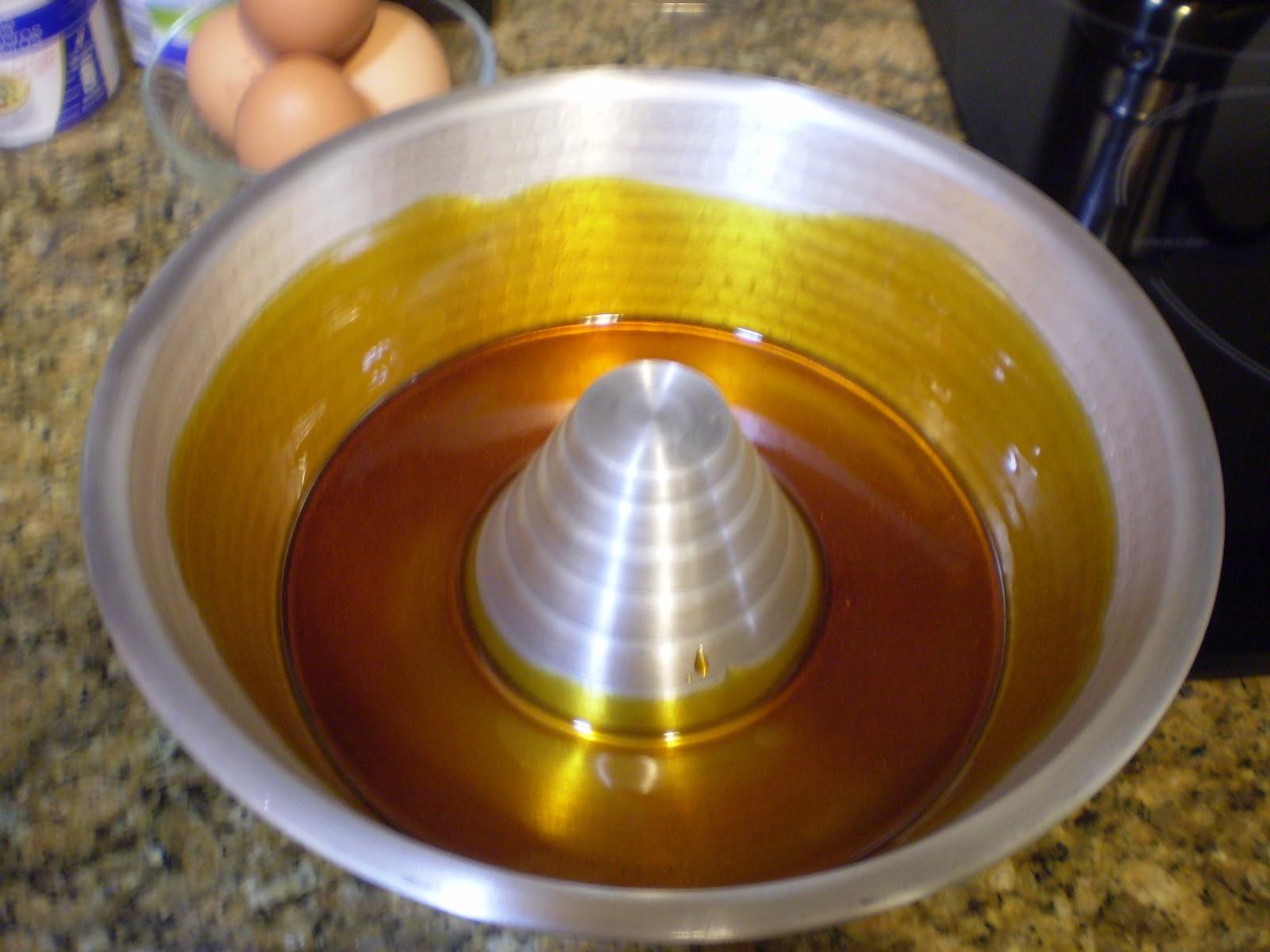 Bonito Al Baño Maria:Para el caramelo ponemos en un cazo una taza de azucar, tres