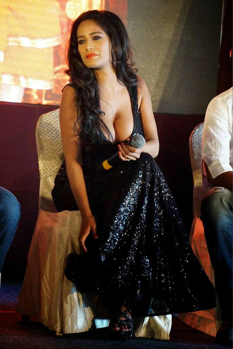Poonam Pandey Extremely Hot Cleavage Show Photos