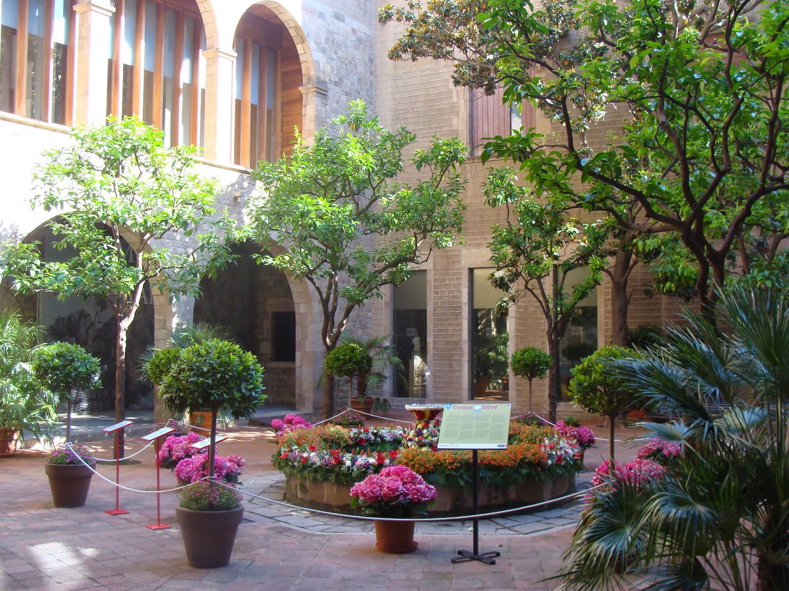 El rincon de un jardin rincones con encanto en barcelona for Rincones de jardines pequenos