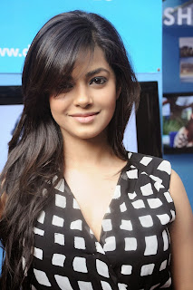 Actress Meera Chopra  Pictures in Short Dress at IIT Madras Saarang 2014 Annual Cultural Festival  0025.jpg