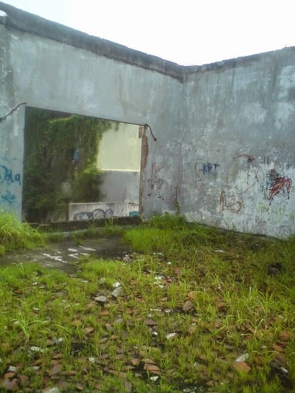 rumah hantu darmo lantai 2 kamar utama