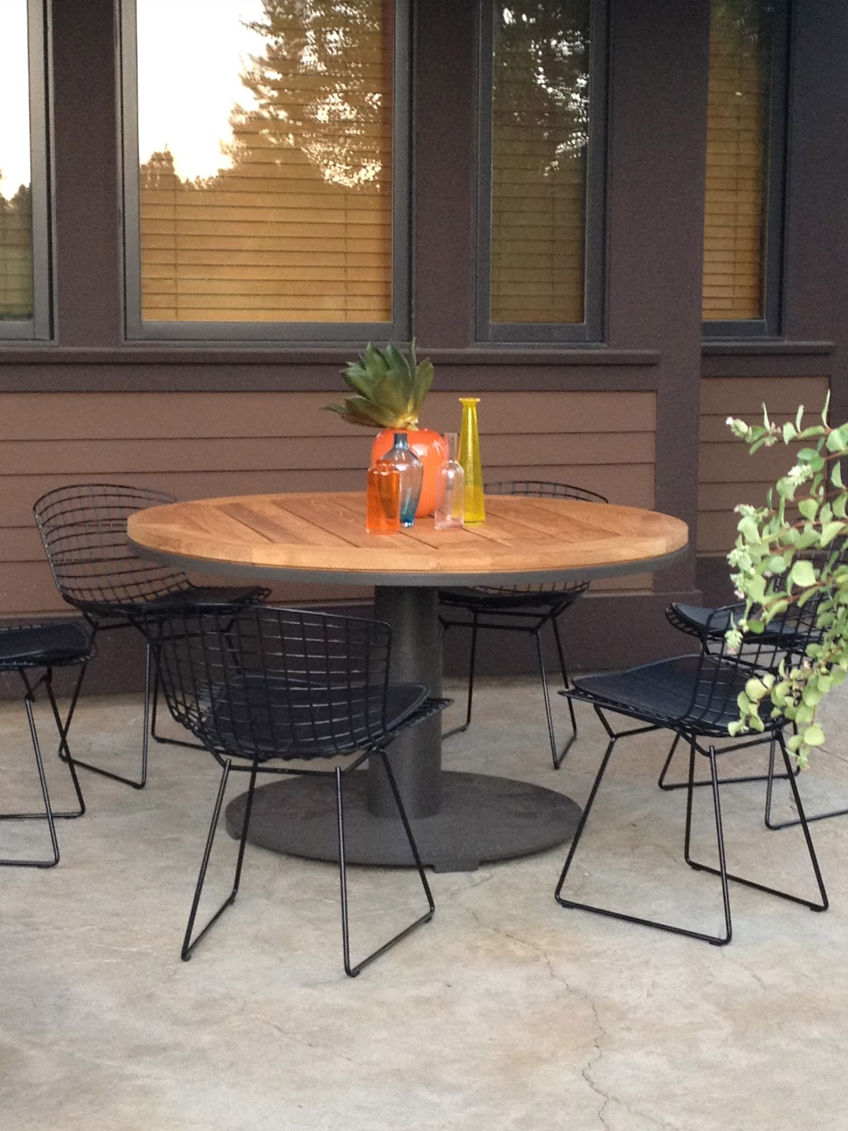 In the dining area we used a wonderful teak and steel table from the