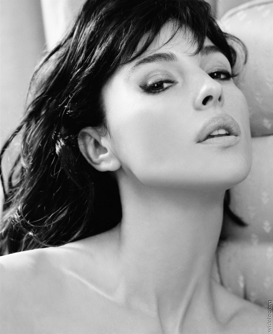 Monica Bellucci Nude - Naked Pics and Sex Scenes at