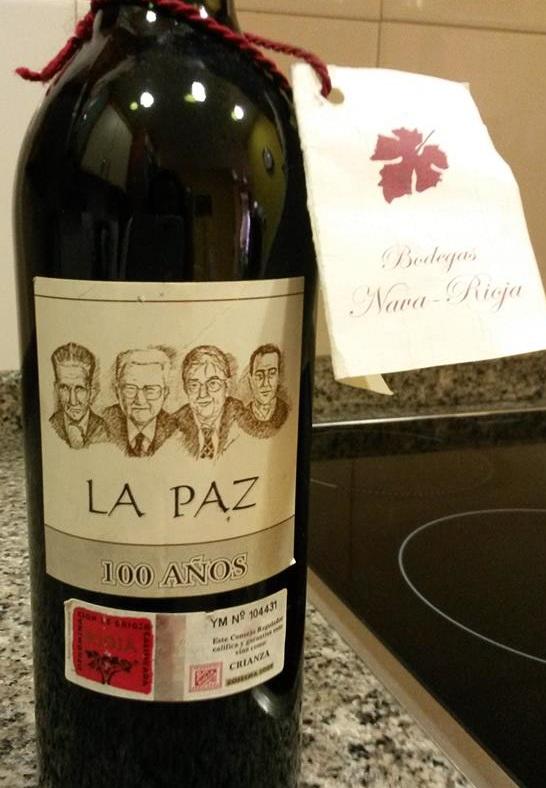 Botella Vino 100 Años La Paz Binéfar. Foto Familia Gonzalez Teixido