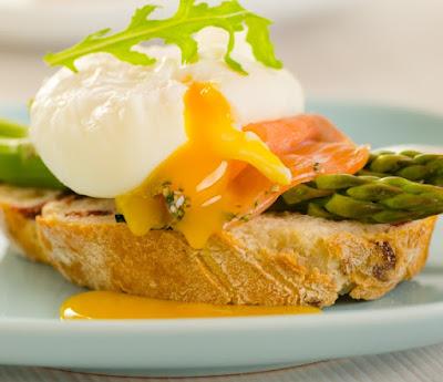 Huevos bededictinos con salmón