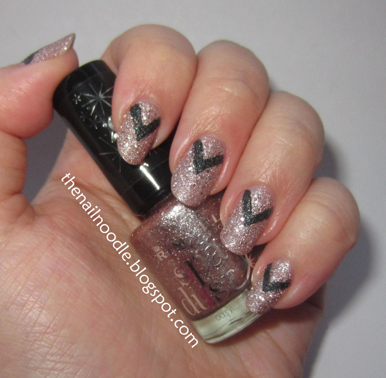 The nail noodle v shape nail art prinsesfo Image collections
