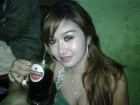 Tante Girang Lagi Minum Bir