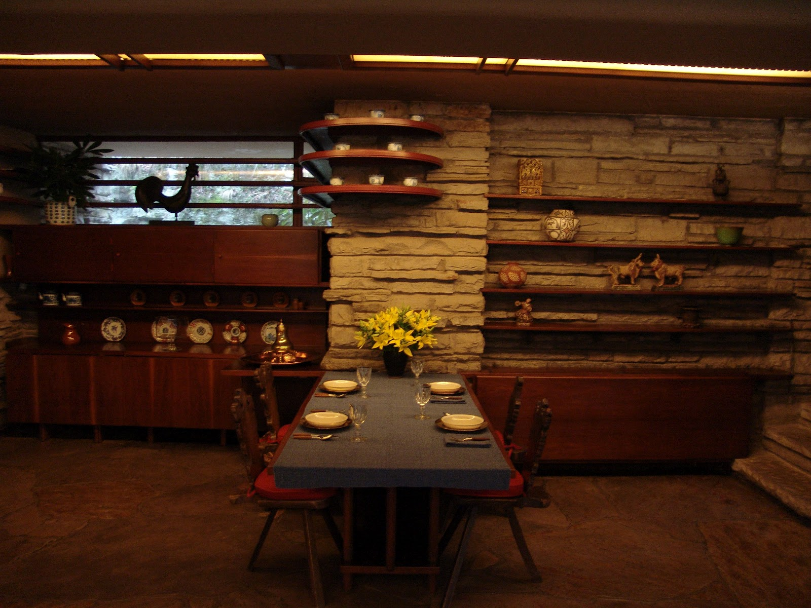 Urban planning frank lloyd wright the greatest suburban for Frank lloyd wright interior designs