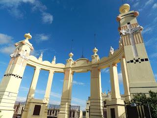Esedra parte dell' edificio ad arco semicircolare formata da colonne
