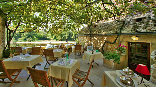 Terrace on the Dordogne River - La Belle Etoile