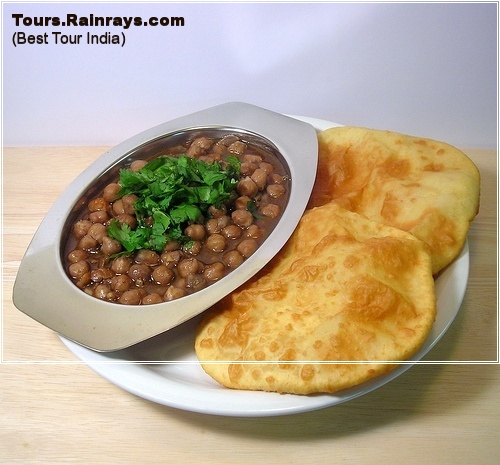 Popular Dish Chole Bhatoore
