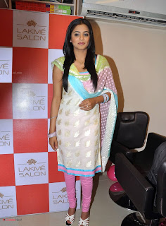 Priyamani Pictures in Salwar Kameez at Lakme Salon Launch at Secundrabad  0013