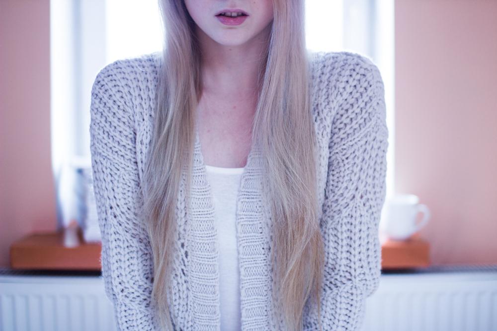 blog modowy blond włosy kardigan blondynka wypadanie włosów rady sposoby