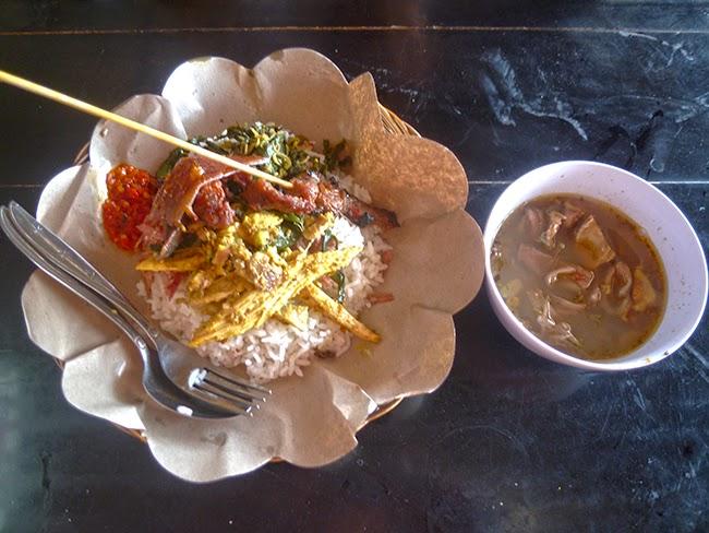 Comida babi guling, en Bali