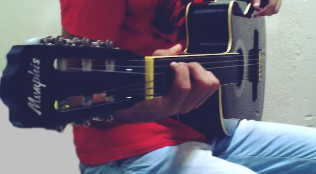 quase perfeito, Daniel José, menino tocando violão tumblr