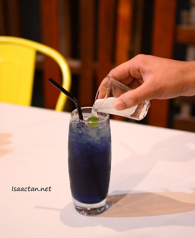 Iced Butterfly Pea Lime Juice - RM9