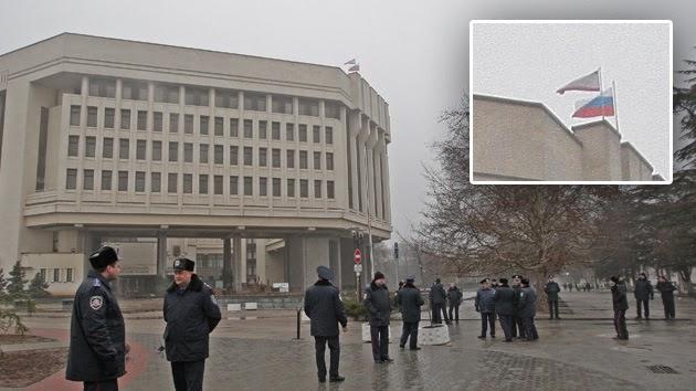la-proxima-guerra-hombres-armados-toman-edificio-gobierno-banderas-rusas-crimea-ucrania