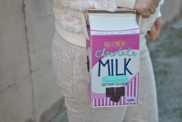 milk bag borsa a forma di cartone del latte accessorize milk bag how to wear shoulder bag how to combine shoulder bag how to match shoulder bag outfit borsa a tracolla come abbinare la borsa a tracolla abbinamenti borsa a tracolla outfit casual invernali outfit da giorno invernale outfit gennaio 2016 january  outfit january 2016 outfits casual winter outfit mariafelicia magno fashion blogger colorblock by felym fashion blog italiani fashion blogger italiane blog di moda blogger italiane di moda fashion blogger bergamo fashion blogger milano fashion bloggers italy italian fashion bloggers influencer italiane italian influencer