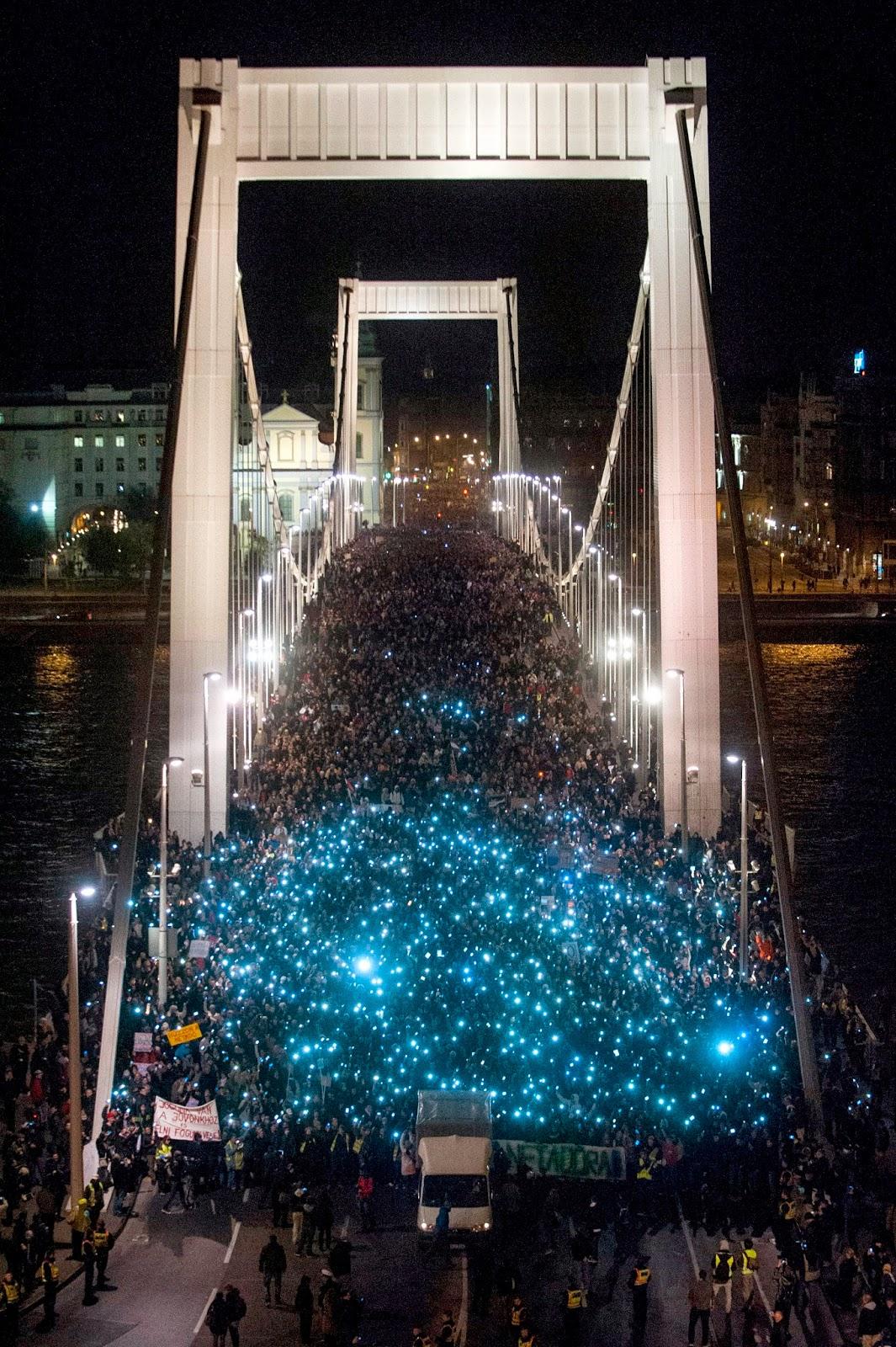 adócsomag, Fidesz, internetadó, Magyarország, Orbán-kormány, Gulyás Balázs, tüntetés