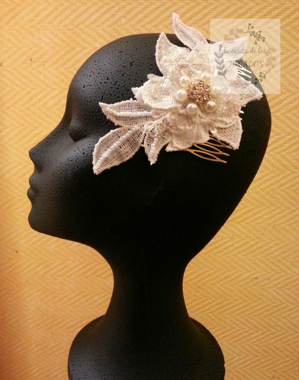 tocado de novia artesanal bordado a mano sobre base de guipur en blanco
