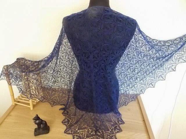TE KOOP: diverse BLAUWE SHAWLS wol met zijde