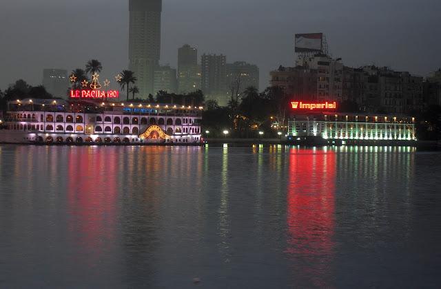 Отели и рестораны в дебаркадерах у Нила